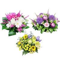 Цветочные полянки на могилу из искусственных цветов