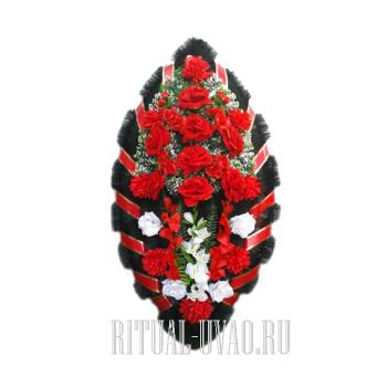 Красный искусственный венок в классическом стиле