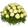 Белые Розы в плетеной корзине на могилу