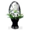 Скромная ритуальная корзина с белыми цветами