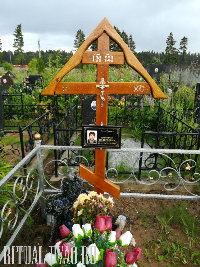 Установка крестов и табличек на кладбище фото