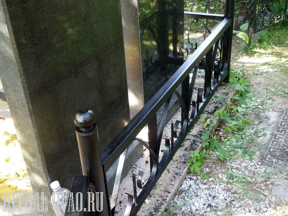 Покрасить ограду на могиле фото