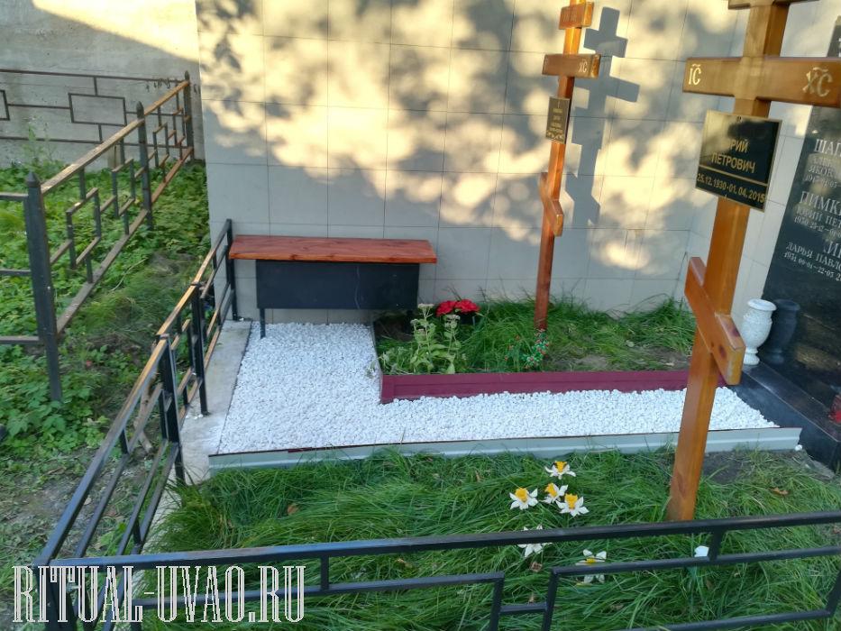 Облагораживание могилы на кладбище