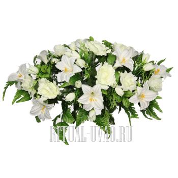 Флоретка из белых цветов на гроб