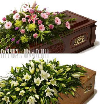 Нежная цветочная композиция на гроб