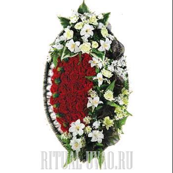 Скорбный элегантный венок на могилу
