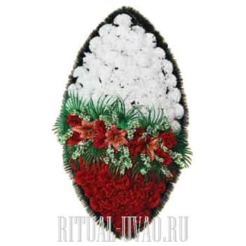 На обряд похорон венок с белыми и красными Гвоздиками