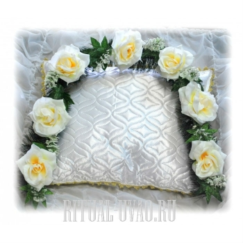 """Гирлянда на ели """"Белые Розы"""""""