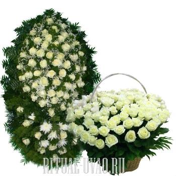 Белый, чувственный венок и корзина из 250 Роз