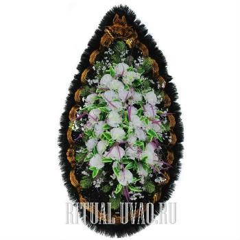 Памятный ритуальный венок на кладбище