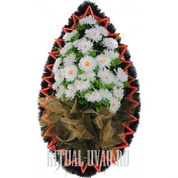 Нежный, но броский венок на похороны на могилу