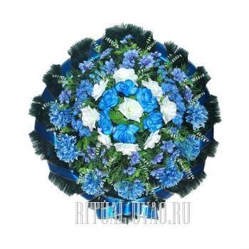 """Венок на похороны """"Круг"""" голубого цвета"""