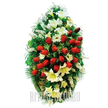 Элитный венок с композицией из красных Тюльпанов