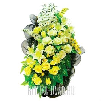 Потрясающий необычный траурный венок в желтом цвете