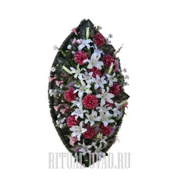 Учтивый, нежно-розовый венок на похороны