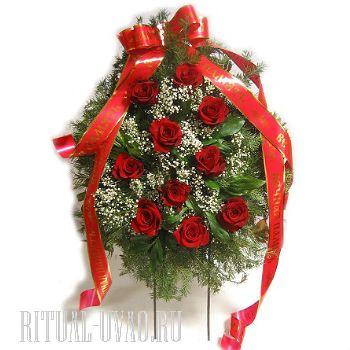 Венки из живых цветов в память