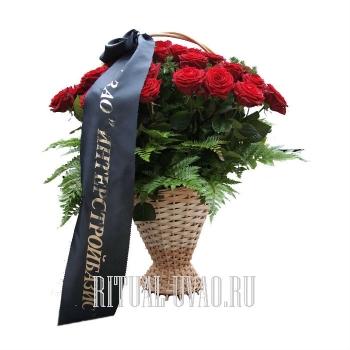 Похоронная корзина на могилу из распущенных Роз