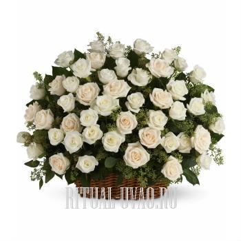 Корзина из 90 белых Роз