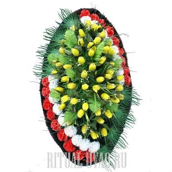Траурный венок - в середине желтые тюльпаны