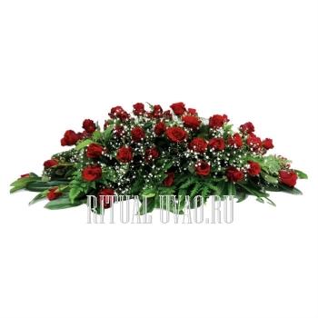 Композиция на гроб с бордовыми Розами