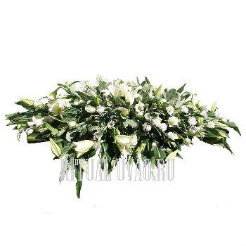 Композиция на крышку гроба из белых Лилий