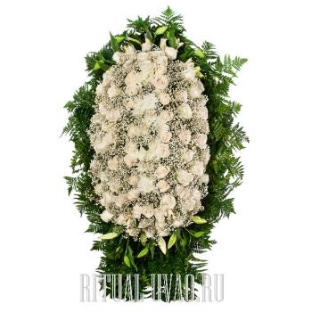 Шикарный венок из цветов на могилу