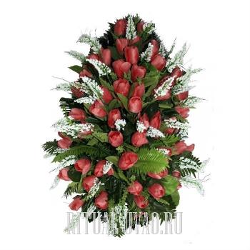 Траурный венок из красных тюльпанов