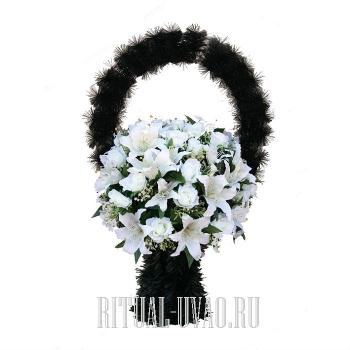 Доступная ритуальная корзина с белыми лилиями