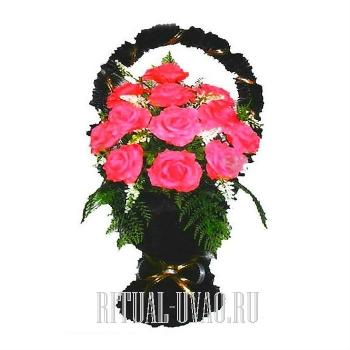Розовая ритуальная корзина на могилку к памятнику