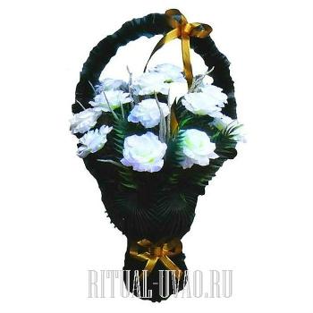 Искусственная корзина на могилу из белых Роз